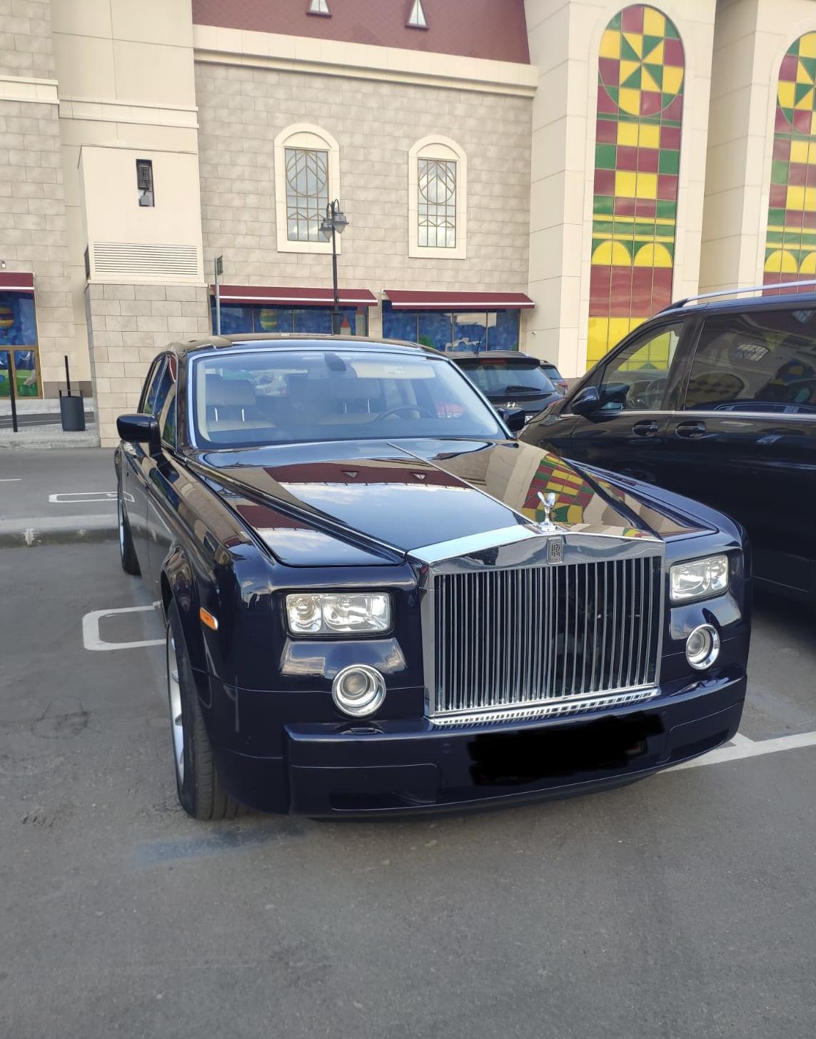 Авто на свадьбу. Классический лимузин Роллс Ройс.