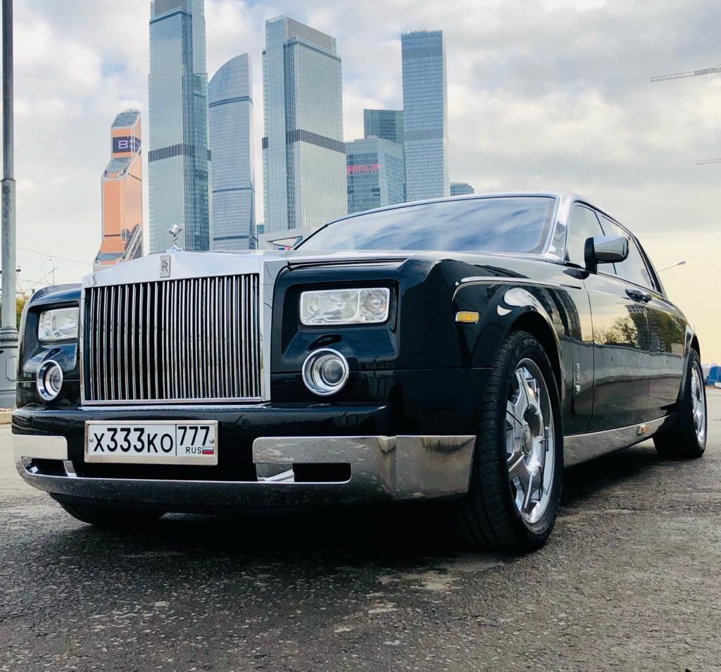 Выписка из Роддома Rolls-Royce . Аренда двухцветного Phantom.